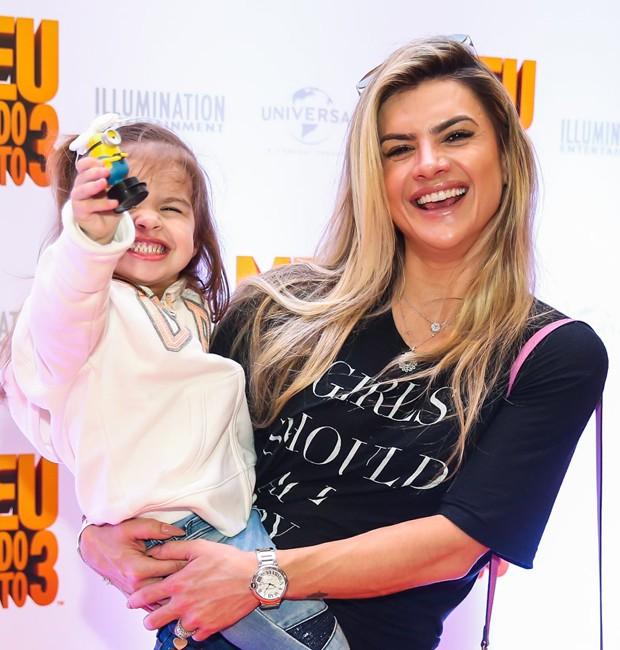 Mirella Santos e a filha, Valentina (Foto: Manuela Scarpa/Brazil News)