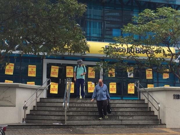No Ceará, greve dos bancários tem adesão de mais de 400 agências, conforme sindicato; paralisação completou duas semanas em todo o país (Foto: Viviane Sobral/G1 CE)