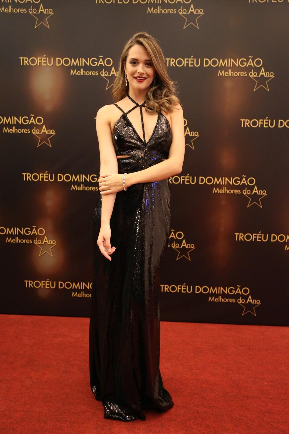 Juliana Paiva arrasou com um vestido produzido especialmente para a premiação (Foto: Carol Caminha/Gshow)