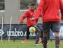 Léo engatilha renovação com o Fla e permanece emprestado ao Atlético-PR
