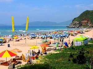 Praias de Búzios ficaram cheias no feriadãvo (Foto: Divulgação / Prefeitura)