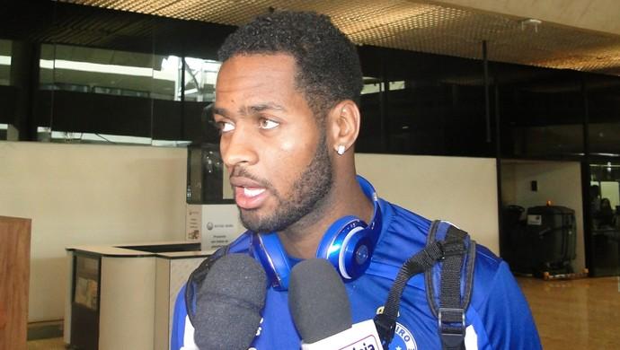 Dedé no desembarque do Cruzeiro em BH (Foto: Tayrane Corrêa)