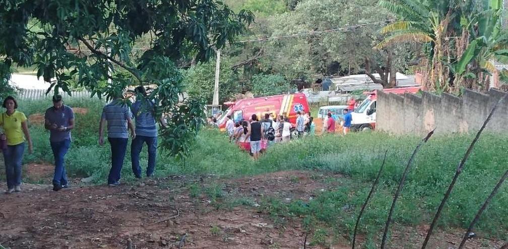 Avião caiu na zona norte de Sorocaba nesta sexta-feira (31) (Foto: Mayara Corrêa/G1)