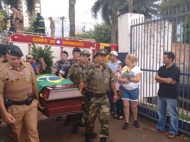 Policial militar morto em Londrina foi entrerrado neste sábado (30) (Foto: Luciane Cordeiro/ RPC)
