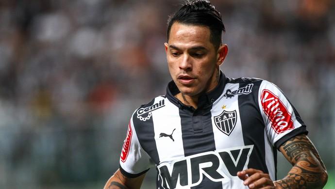 Giovanni Augusto contra o Internacional (Foto: Bruno Cantini/Flickr do Atlético-MG)