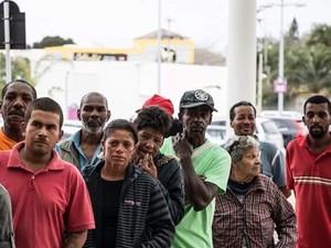 Grupo ficou emocionado ao frequentar shoppinh (Foto: Alex Souza / CEI Cabo Frio)