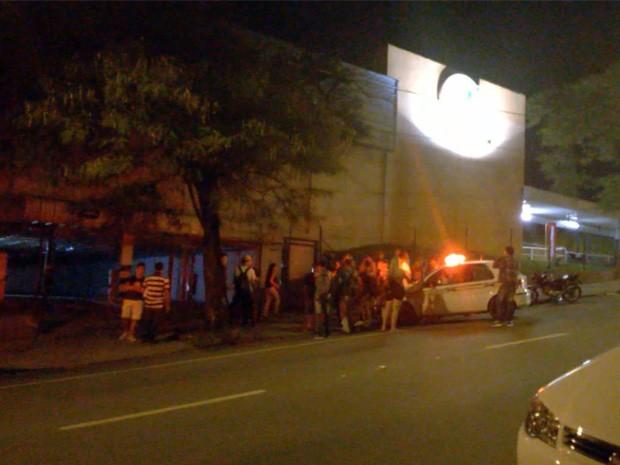 Homens armados tentaram assaltar supermercado de Varginha, MG (Foto: Reprodução EPTV)