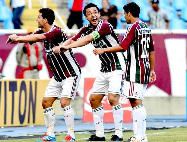 Fred e Thiago Neves comemoram gol do Fluminense contra o Botafogo (Foto: André Durão / Globoesporte.com)