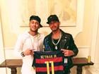 Lewis Hamilton ganha camisa de Neymar e agradece na web
