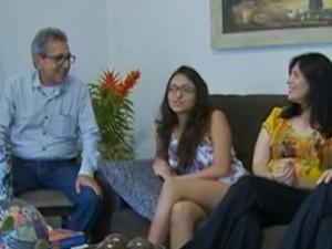 Pais de Vitória sempre a incentivaram a estudar (Foto: Reprodução/ TV Asa Branca)