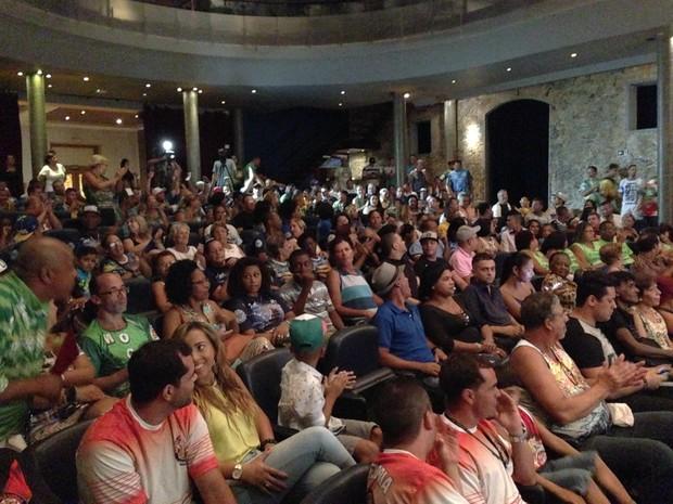Público lotou auditório do teatro Guarany, em Santos (Foto: Orion Pires / G1)