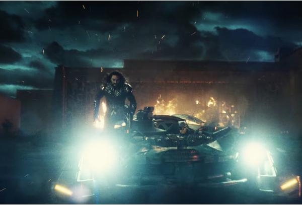 O Aquaman pega carona no Batmóvel em 'Liga da Justiça' (Foto: Reprodução)