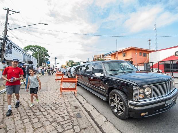 Turistas alugaram limusine para chegar ao autódromo de Interlagos (Foto: Gustavo Epifanio/G1)