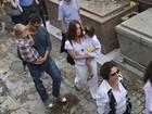 Filhos de Thiago Lacerda e Vanessa Lóes vão ao enterro da bisavó