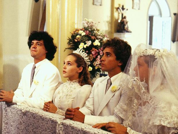 Adriano (Felipe Camargo), Isabela (Isabela Garcia), Tomás (Marcos Frota) e Bia (Paula Burlamaqui) em O Sexo dos Anjos.
