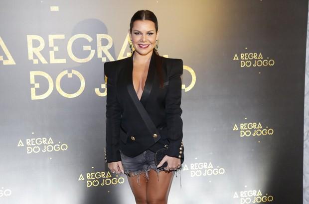 1e4e334c75 Fernanda Souza vai decotada à festa de  A Regra do Jogo  - Quem ...