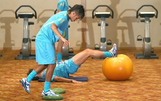 Neymar no treino da Seleção Brasileira (Foto: Mowa Press)