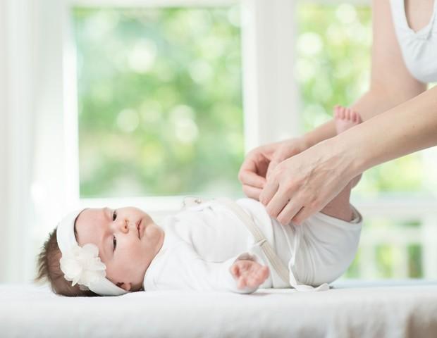 O trocador deve estar sempre pronto para acomodar o bebê (Foto: Thinkstock)