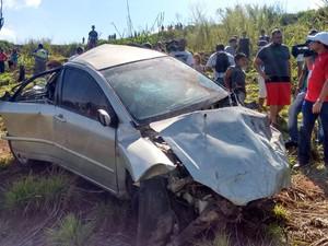 Corpo de Aline Furlan estava embaixo do carro caído em ribanceira de Piracicaba (Foto: Wesley Justino/EPTV)