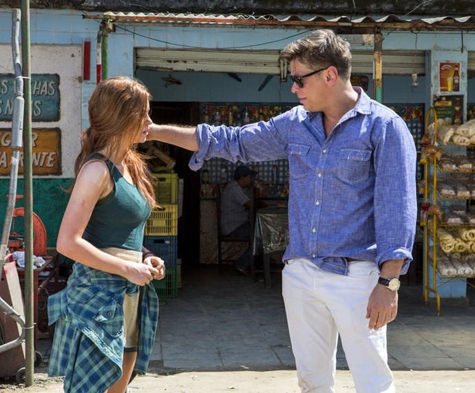 Eliza e Arthur se conhecem (Foto: Inácio Moraes/Gshow)