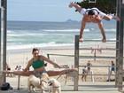 Diego Hypolito e Daniele Hypolito fazem ensaio fotográfico na praia