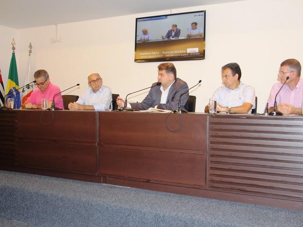 Secretário de Finanças de Santos compareceu a audiência pública (Foto: Divulgação)