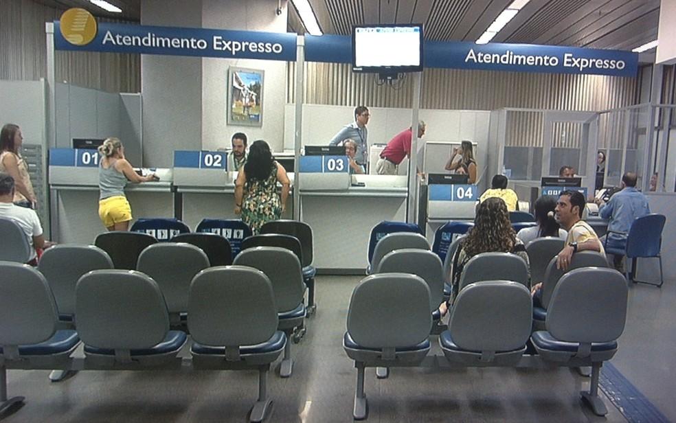 Quem tiver FGTS inativo poderá sacar em uma agência da Caixa (Foto: Reprodução/TV Anhanguera)