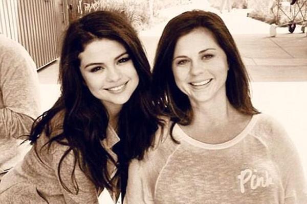 A cantora Selena Gomez e sua mãe, a empresária Mandy Teefey  (Foto: Instagram)