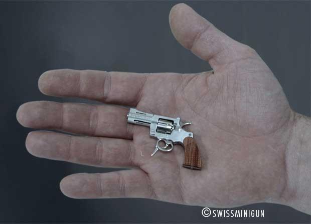 Menor revólver do mundo pesa apenas 20 gramas (Foto: Divulgação)