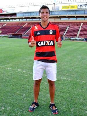 Lucas Mugni com a camisa do Flamengo (Foto: Divulgação)