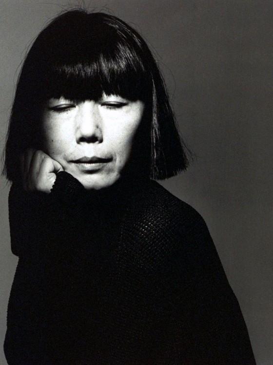 A estilista Rei Kawakubo, em uma das suas raras fotos, em clique da revista Vogue  (Foto: divulgação Vogue)