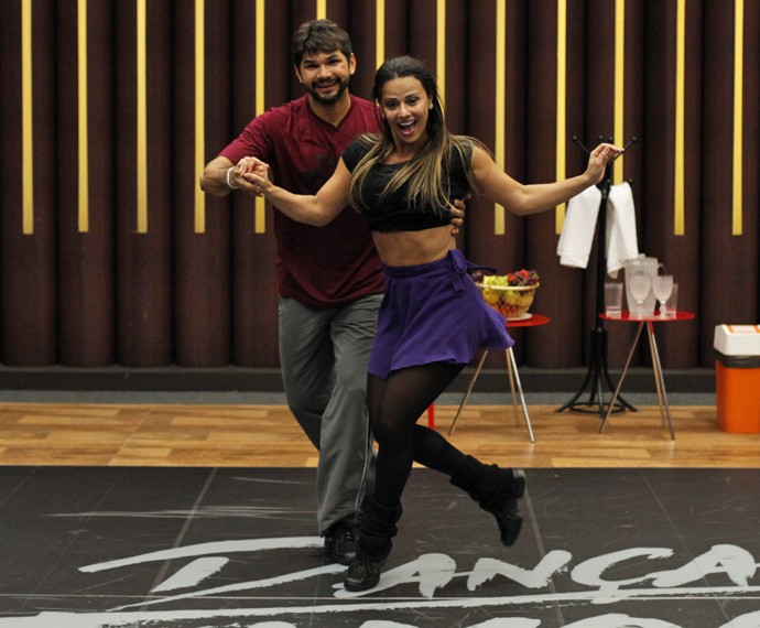 Viviane Araújo está adorando participar do 'Dança dos Famosos 2015' (Foto: Artur Meninea / Gshow)