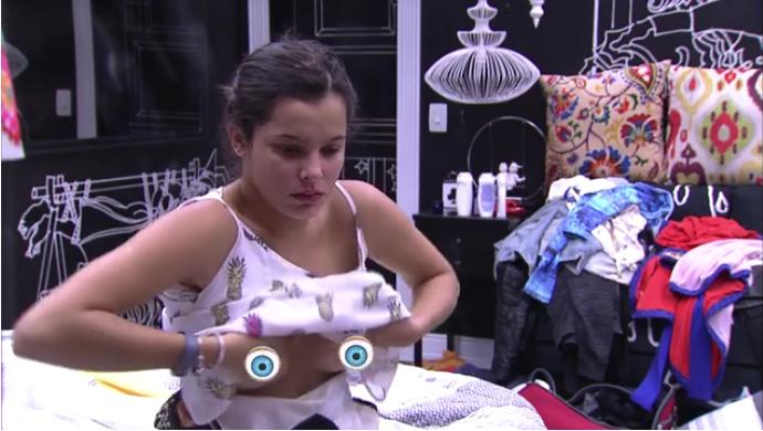 Emilly mostra demais no Quarto Preto (Foto: TV Globo)