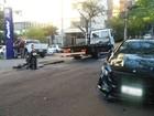 Homem fica ferido após roubar moto e bater em carro em Porto Alegre