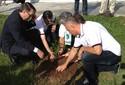 Familiares de vítimas plantam árvore na UFSM