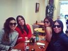 Mariana Rios almoça com amigas em Londres