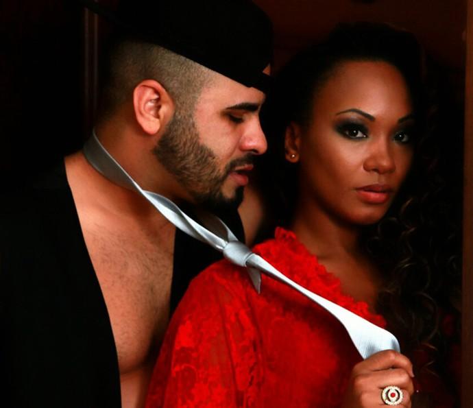 Luana Bandeira faz fotos com o namorado Leandro (Foto: Luiz Eduardo)