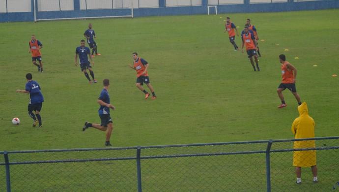 Confiança treinou com muita chuva no Sabino Ribeiro (Foto: Felipe Martins)