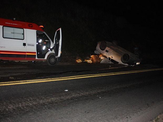 Motorista não teve ferimentos. passageiro ficou ferido (Foto: Danuse Cunha / Itamaraju Notícias)