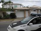 Ex-prefeito de Saquarema, no RJ, é conduzido a delegacia para depor
