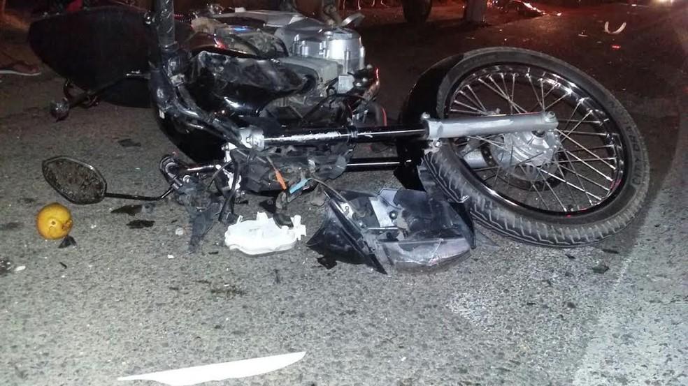 Uma pessoa morreu e quatro foram socorridas em estado grave (Foto: Divulgação / PRF)