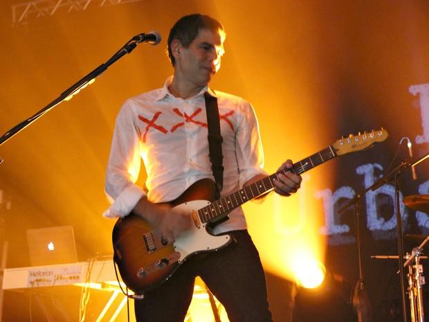 "O guitarrista Dado Villa-Lobos cantou ""Guns of Brixton"", da banda inglesa de punk rock The Clash (Foto: Gabriel Machado/G1 AM)"