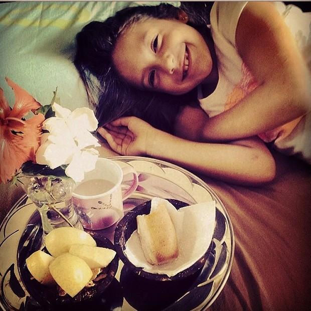 Belinha ganhou caf na cama em seu aniversrio (Foto: Instagram/Reproduo)