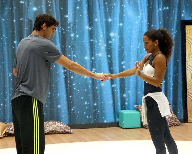 Giba e Camila Lobo em ensaio (Foto: Domingão do Faustão/ TV Globo)
