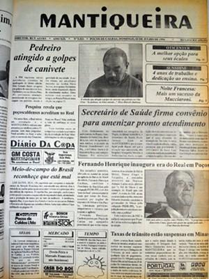 Jornal local noticiou o 'lançamento' do Plano Real em Poços (Foto: Filipe Martins/ G1)