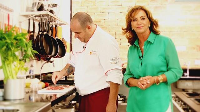 Cristina Guedes em seu novo quadro na TV Tribuna (Foto: Reprodução / TV Tribuna)