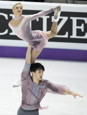 patinação no gelo Tatiana Volosozhar e Maxim Trankov ouro no Mundial (Foto: AP)