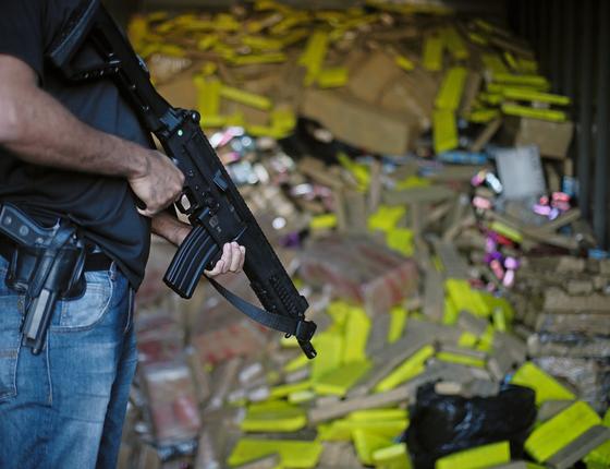 Contêiner com drogas em Amambai (Foto:  Adriano Machado/ÉPOCA)