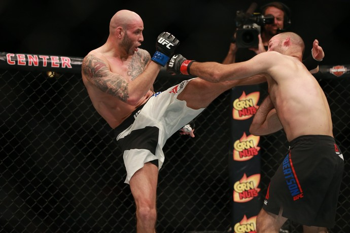 Ben Saunders e Kenny Robertson UFC Chicago (Foto: Getty Images)