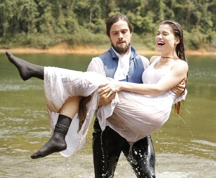 Conde Felipe faz de tudo para salvar a amada (Foto: Fábio Rocha/Gshow)